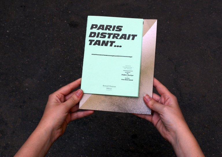 Paris distrait tant… — book